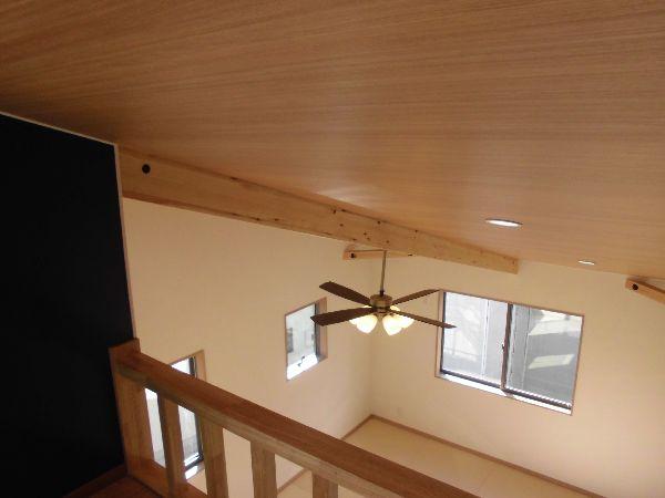 ロフトとリビングの天井はひとつながり