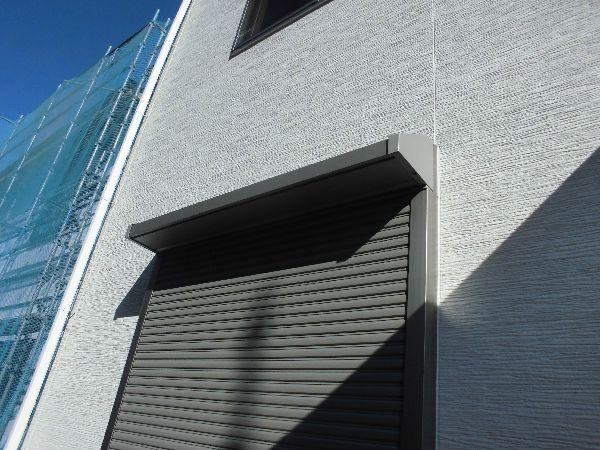 庇兼用のシヤッター雨戸