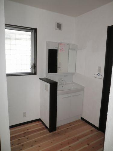 洗面室を設けない事で床面積もコンパクトになりました