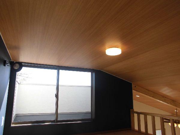明るく風通しの良いロフトから屋上に