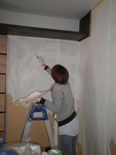 奥様も壁塗りを楽しまれています