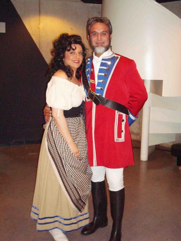 Con el barítono y amigo Julio Samperiz en CARMEN 2008