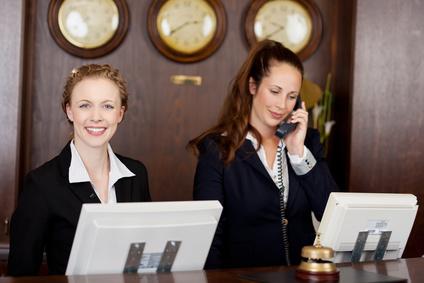 Kundenservice an einem Empfang
