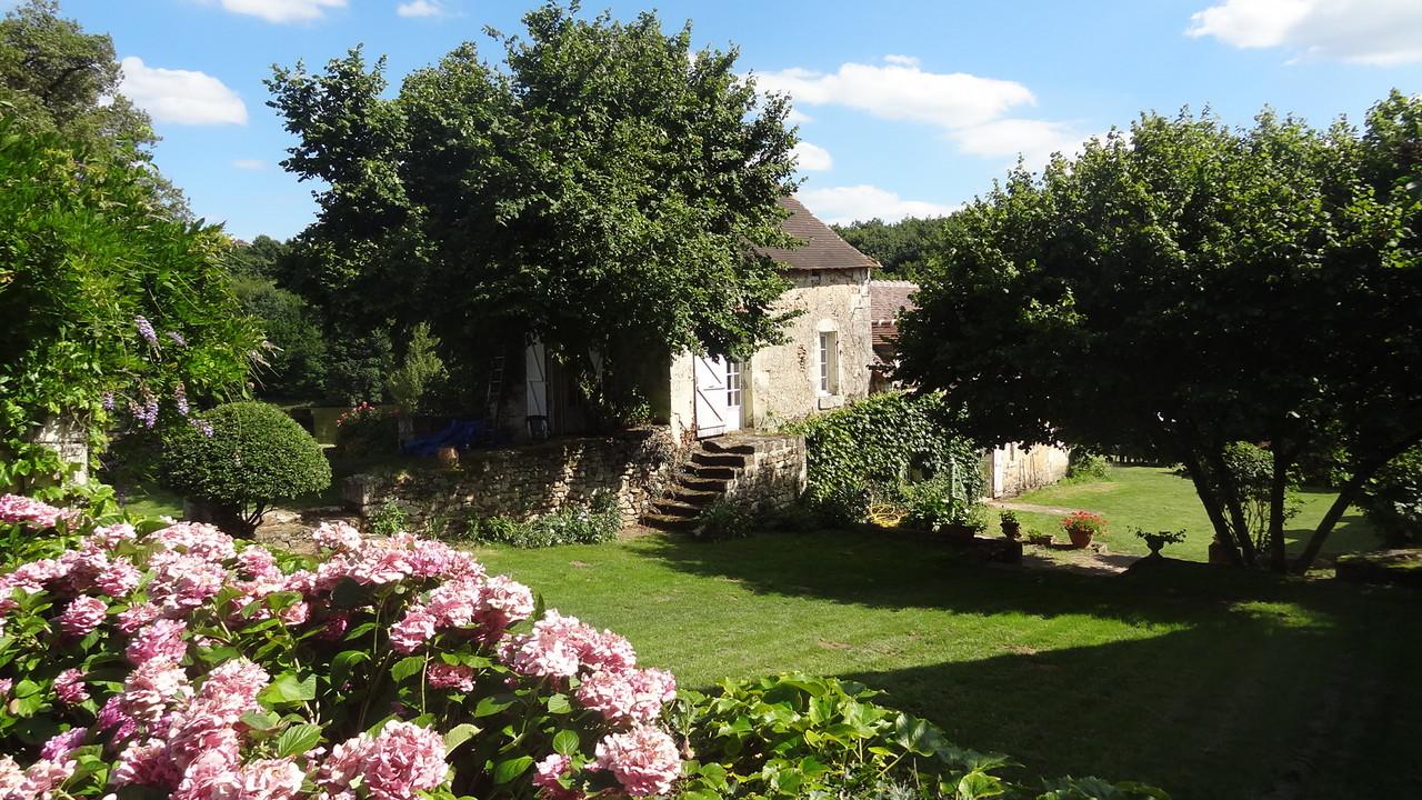 La maison principale et la cour intérieure