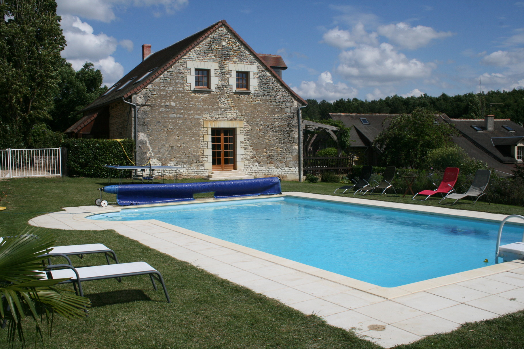 Gîte poolside view