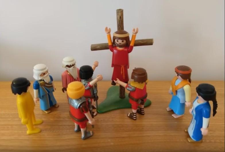 La mort en croix - Jésus est cloué sur la croix