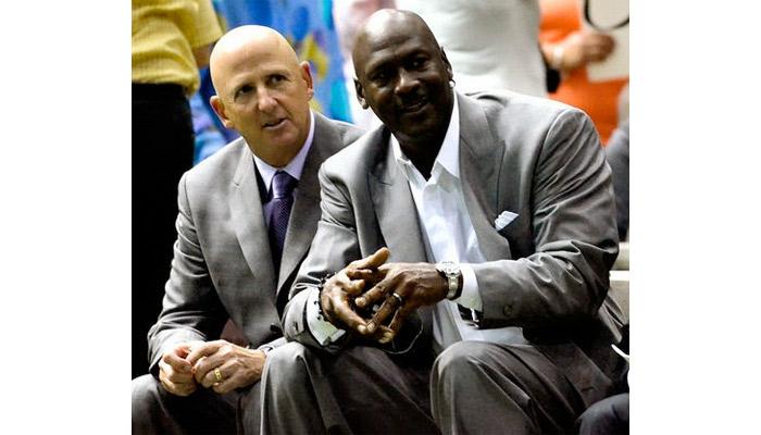 David Falk à gauche et Michael Jordan à droite