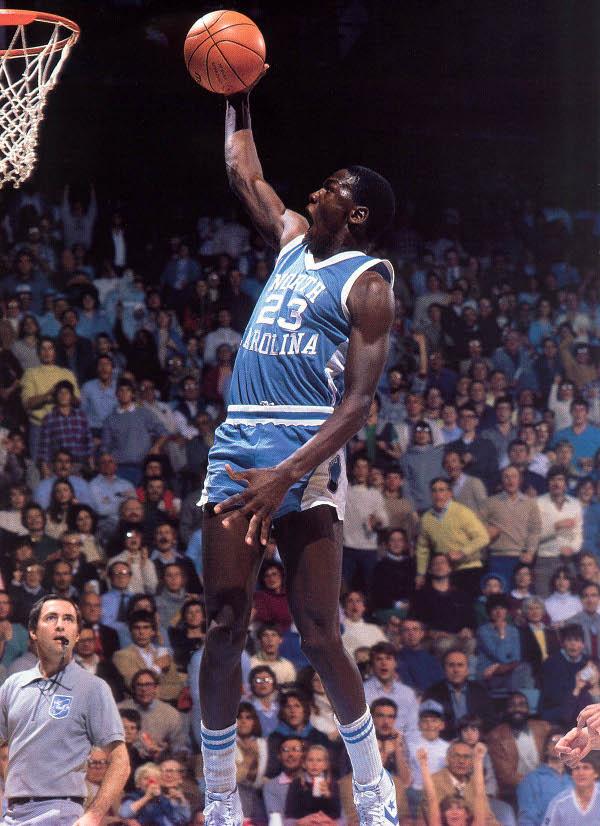 Michael Jordan en action avec North Carolina