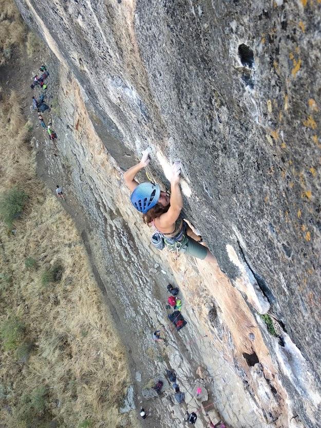 Cómo iniciarse en la escalada en roca