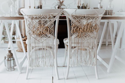 Chair Hanger Chack Back Sign Boho Wedding Boho Hochzeit Makramee Dekoverleih Köln Bonn the featherette