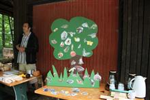 Beim NABU-Stand auf Schloss Baum konnten Fragen zum praktischen Naturschutz gestellt werden. - Foto: Dr. Petra Sittig