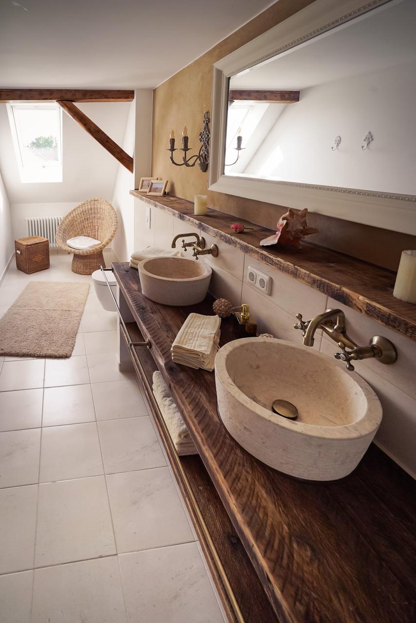 MINNA'S Badezimmer  - mit Badewanne und Dusche