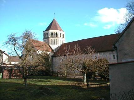 Nef et croisillon nord : angle nord-ouest de l'église romane de Saint Cydroine