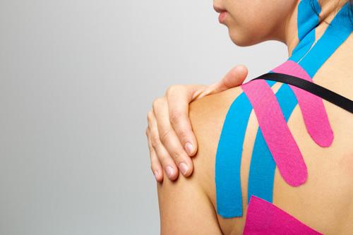 Kann Kinesio-Tape Schulterschmerzen lindern?