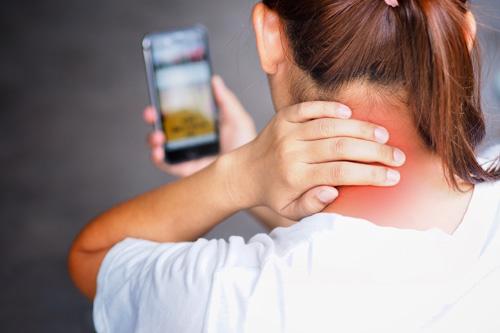 5 Tipps gegen einen Handy-Nacken