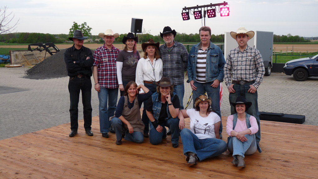 Tanz in den Mai 2012! The Lone-Star-Renegades and their new dancefloor! Yeehaw!