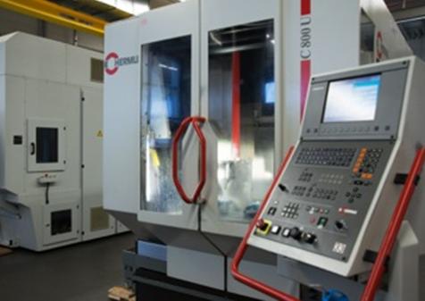 Kurzfristige Fertigung, Anpassung und Fabrikation von Kunststoff-, Alu- und Stahlteilen