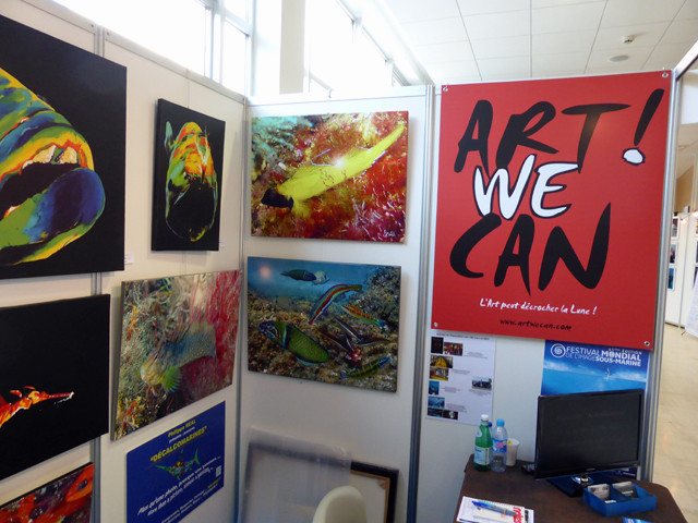 "Le stand ""ART ! WE CAN"" avec des ""Décalcomarines"""