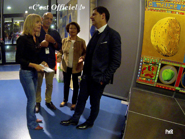 De gauche à droite: Karine Schneider, Bernard Bosch, Créateurs et Organisateurs du Salon; Mme Catherine Vouillon, Conseillère municipale de la ville de Cannes et Subdéléguée à la Culture; M. Thomas de Pariente, Adjoint à la Culture de Cannes
