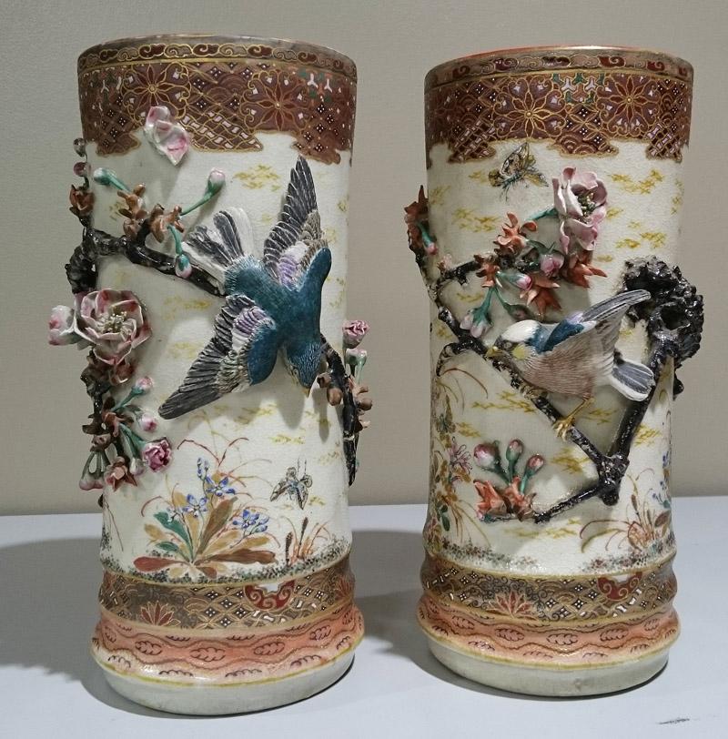 真葛香山高浮彫花瓶一対