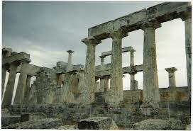 Temple d'incubation d'Epidaure, période antique, on ne voit que les vestiges qui tiennent encore debout