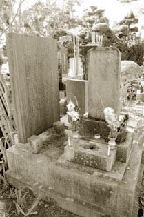 大竹秀蔵の墓(ここには遺骨は無い)