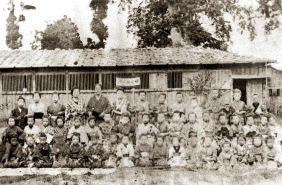 斗南藩の人々のために設けられた救貧館跡(後に田名部小学校) 星玄二氏 蔵