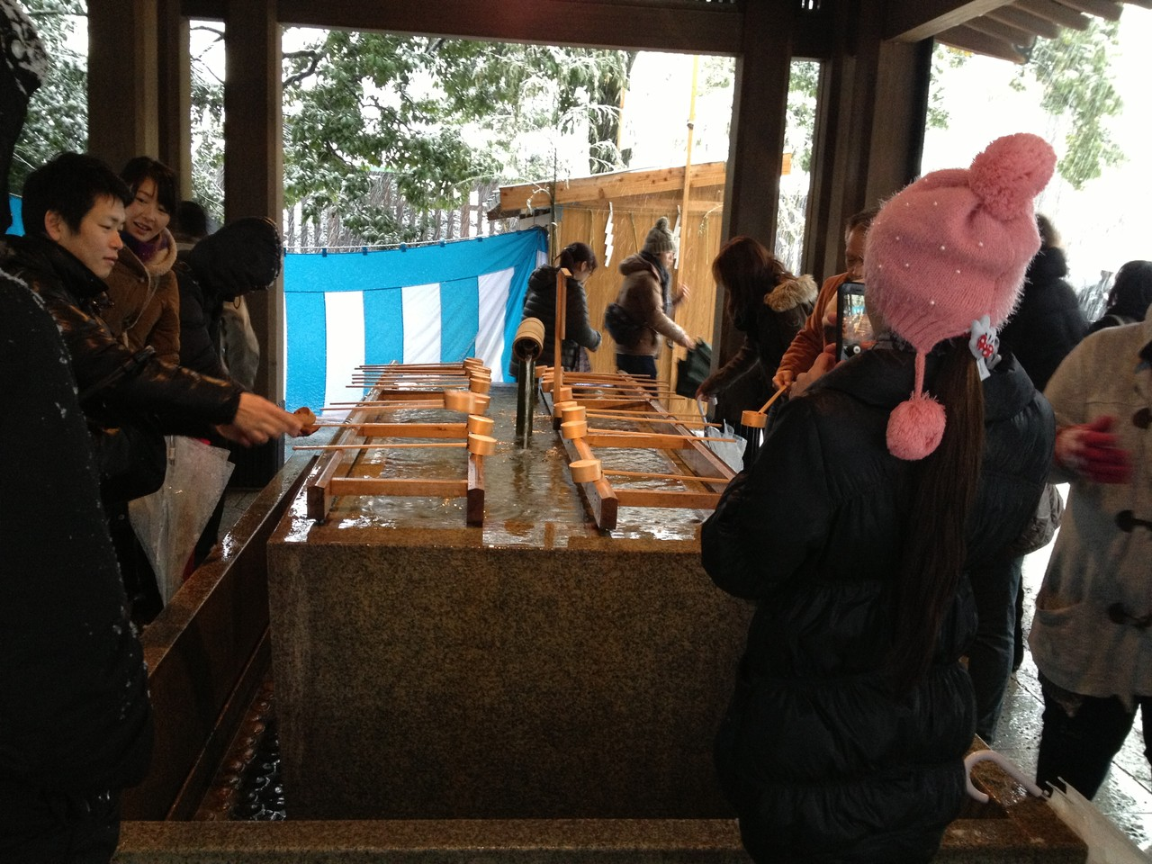 Traditional good luck ceremony, I think? — at 明治神宮 (Meiji Shrine).