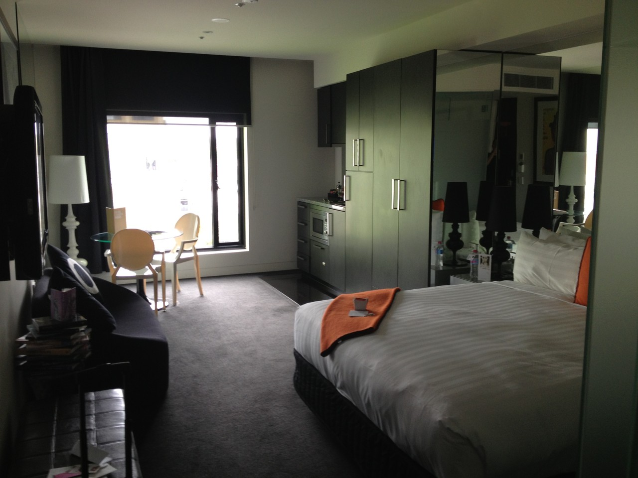 Hotel room ... bliss! But it's 9 in the morning and I musn't sleep much. — at Melbourne Australia.
