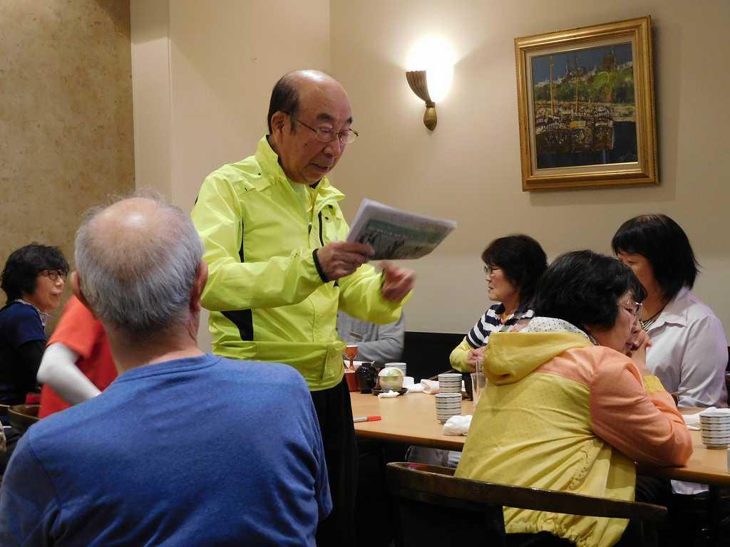 北海道伊達NW旅行の案内説明するY氏 行動力が凄い、見習いたい