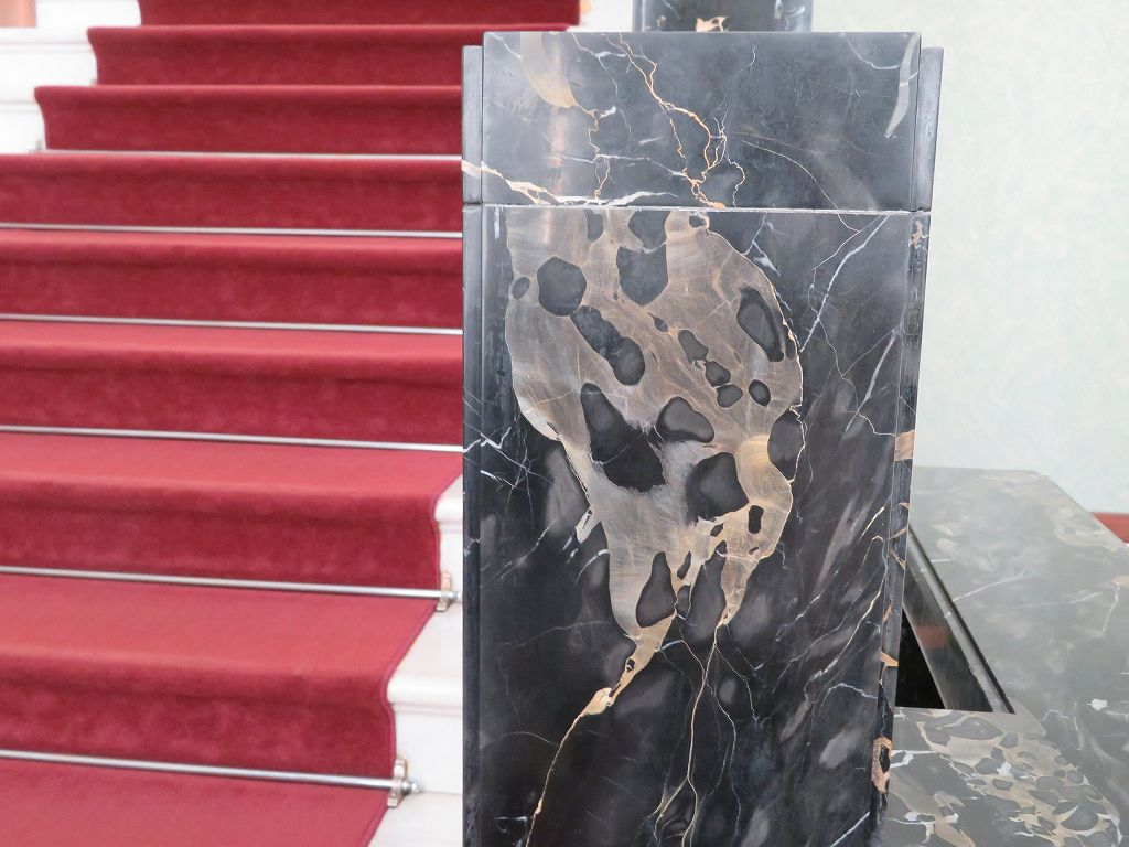 イタリア産鍾乳洞の黒大理石