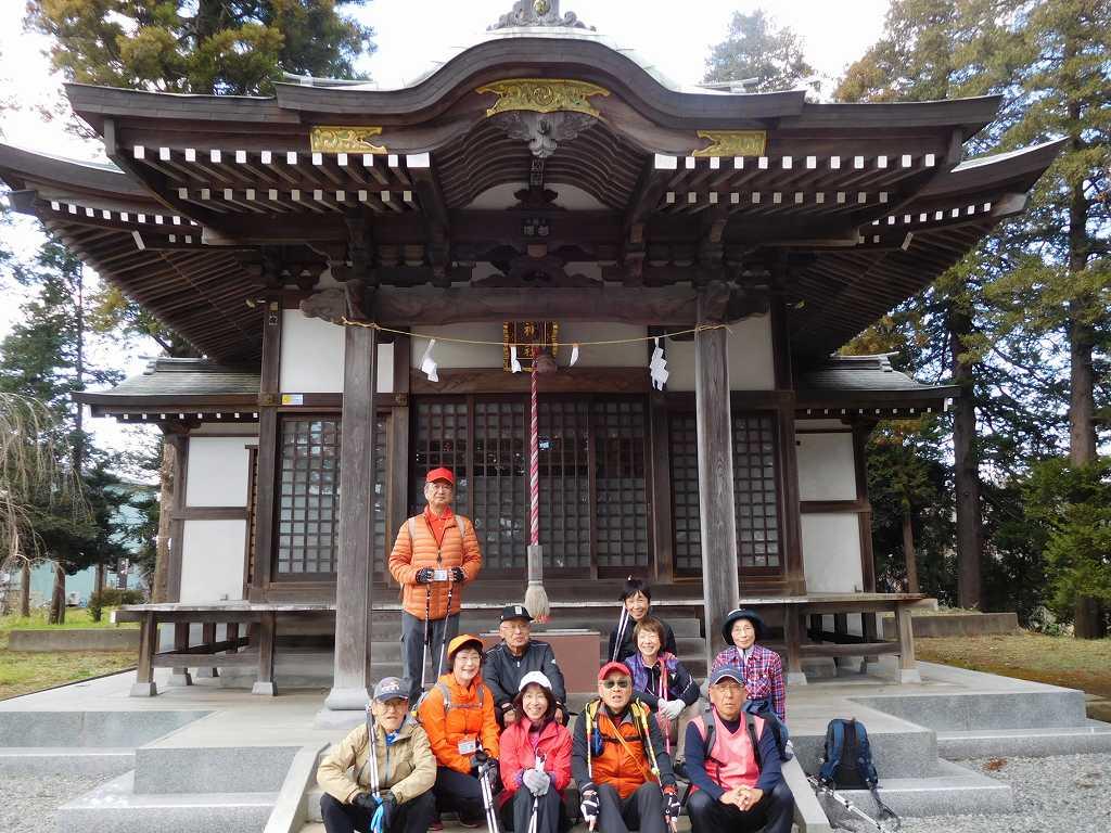 ここまで地元のOさんの先導で「甲神社」参拝 11名