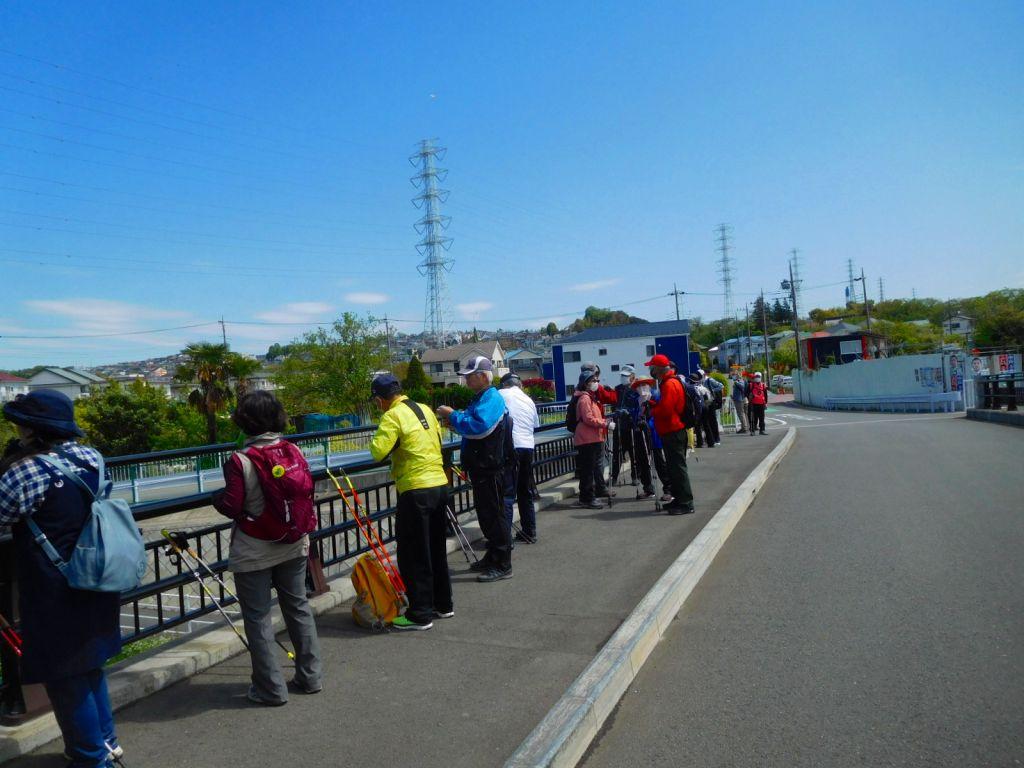 八和らぎ橋で休憩 人通りの少ない橋です