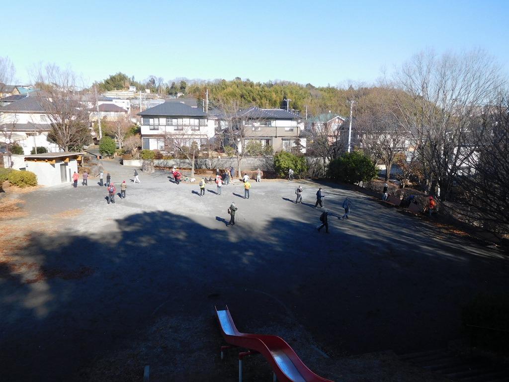 折田不動公園で休憩風景を高台から撮る