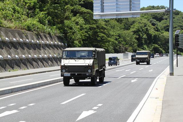 県道27号には横須賀らしい車両が走っている