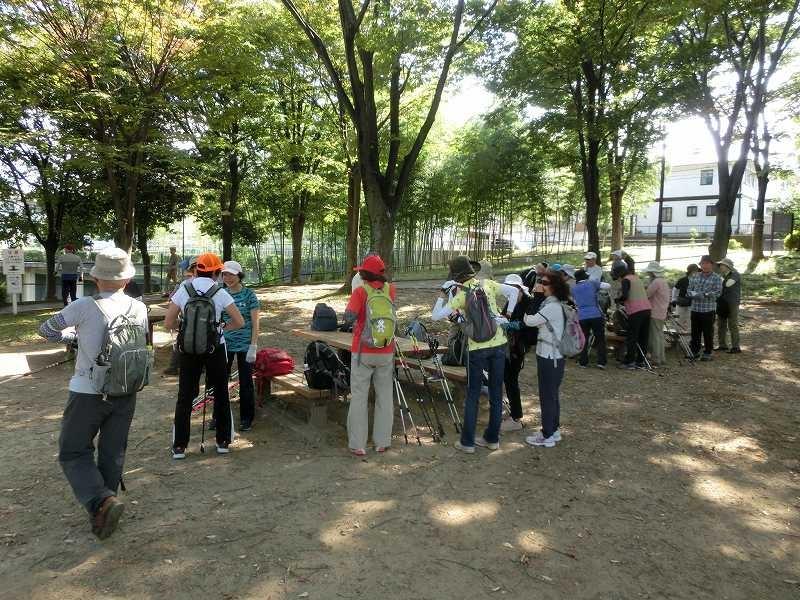 公園で糖分・水分の1回目の補給