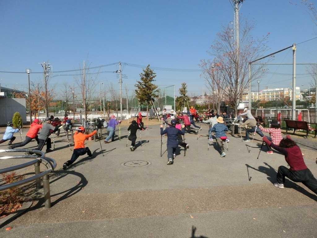 谷本公園でクールダウン。初参加者も完歩しました