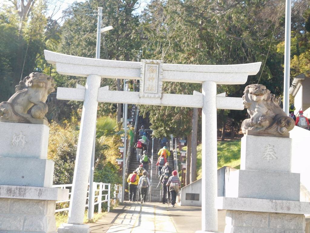 剣神社の階段 51段を上がる