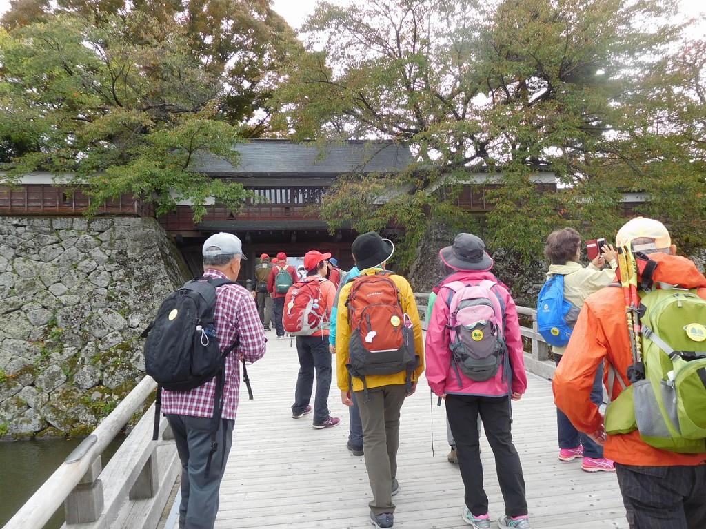 さあ「諏訪の浮城」へ入城です
