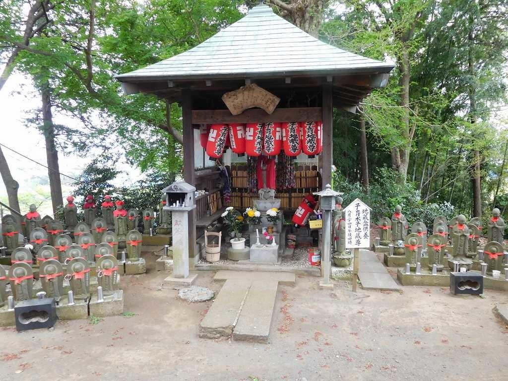 宗泉寺の水子地蔵群