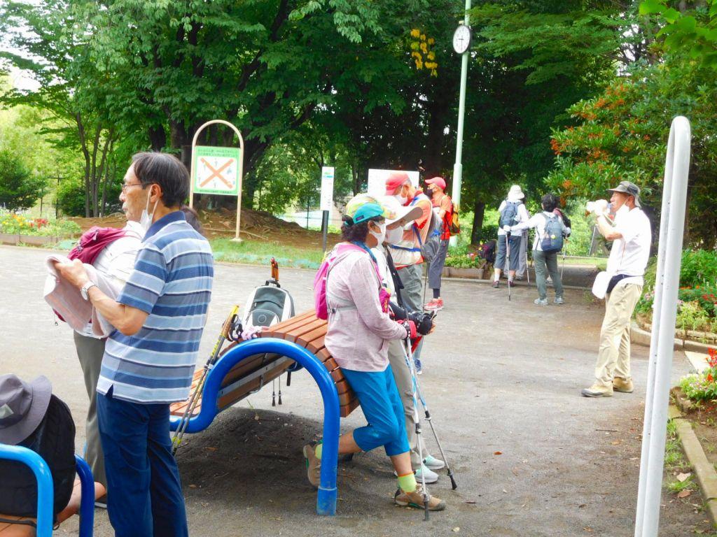 泉田向公園で水分・当分補給です