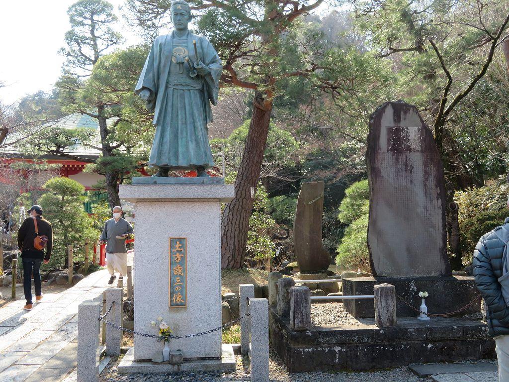 土方歳三顕彰碑(このお寺は土方の菩提寺で位牌もある)