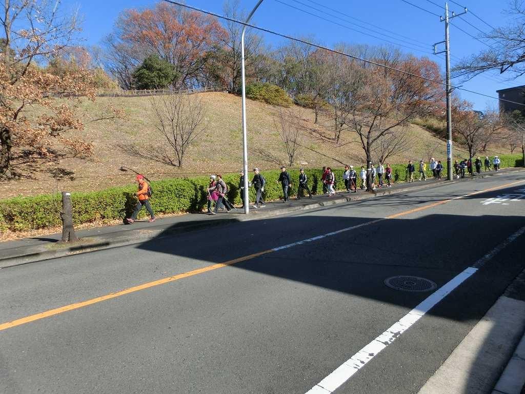 桜台公園へ向けてウォーキング あと少しで到着です
