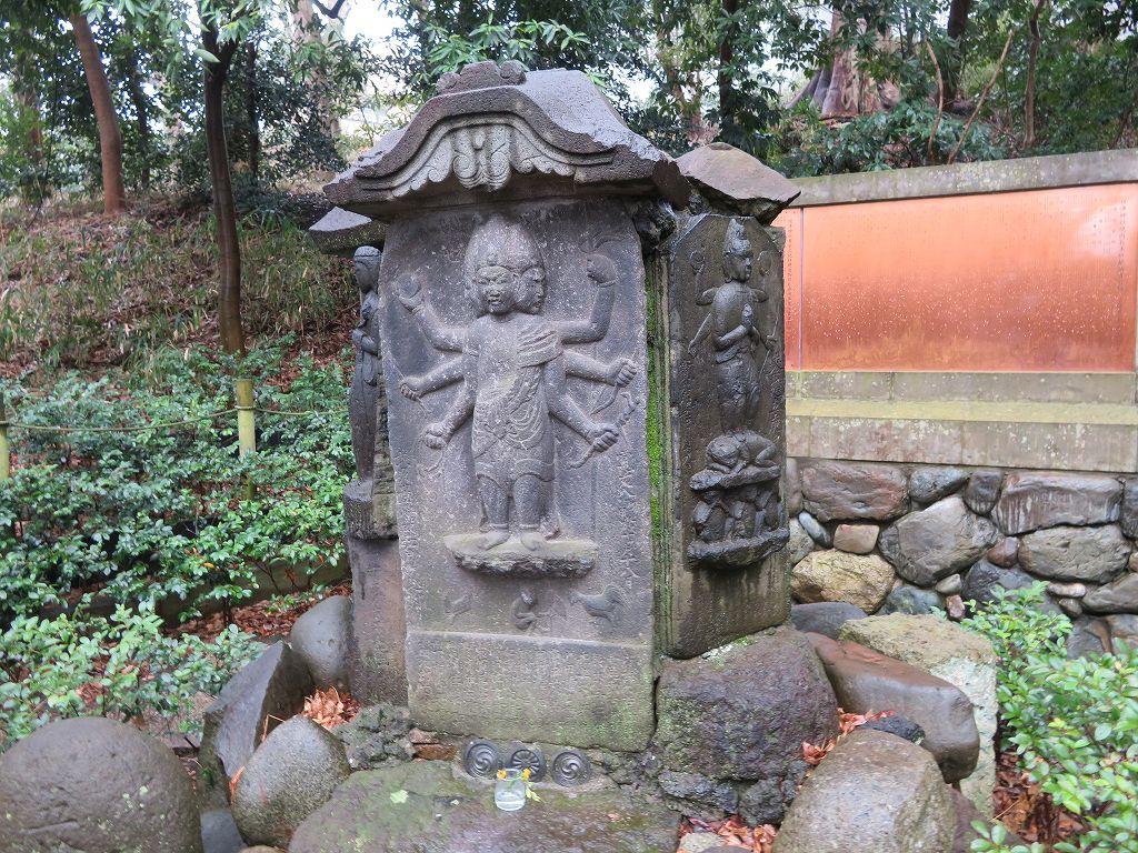 珍しい庚申塔
