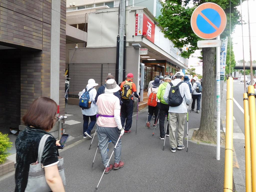 藤が丘駅前商店街を歩く