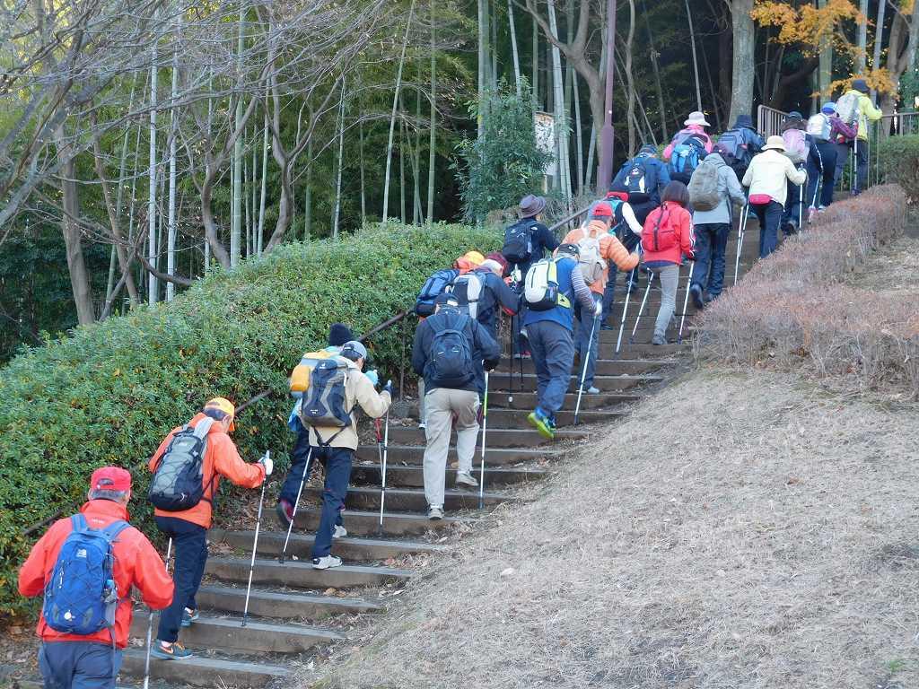 折田不動公園の頂上へ登るも富士山は霞んで見えず 残念!!