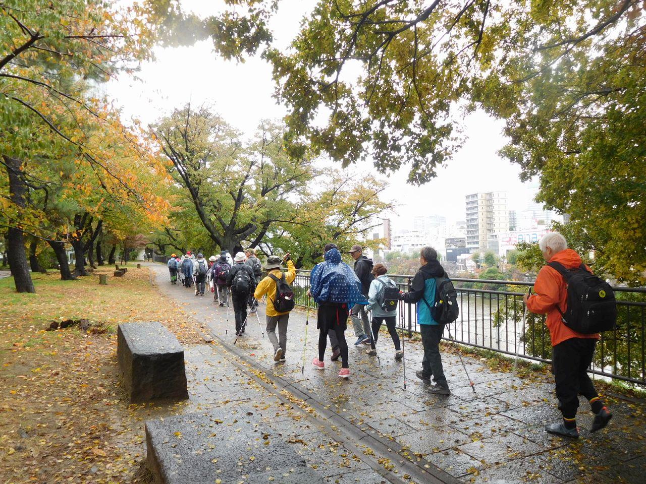 江戸城外堀跡をウォーキング