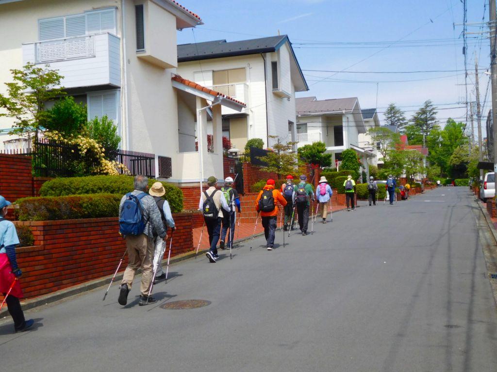 荏田北町の住宅街を歩く