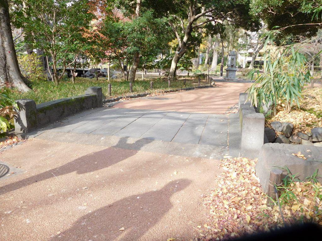 同上 御成門前桜川にあった石橋