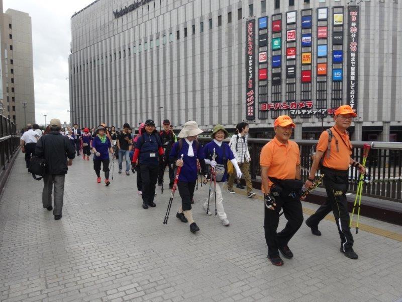 大阪城から万博記念公園へ移動